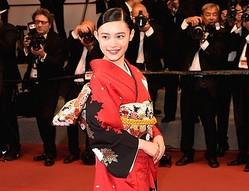 着物姿でカンヌデビューを飾った杉咲花  - Antony Jones / Getty Images