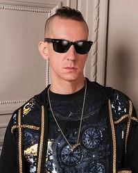 モスキーノが ″ファッション界の異端児″ ジェレミースコットをディレクターに起用