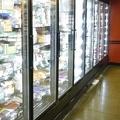 スーパーやコンビニなどでは冷凍食品売り場が大きなスペースを占めるようになっている