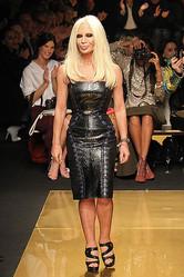 NYでランウェイショーを終えたドナテラが語る VERSACE for H&Mの魅力とは