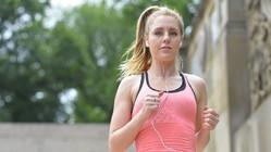 ランニングやジョギングに最適なイヤホンの条件とは? 丸洗いで清潔、光りで安全なイヤホン