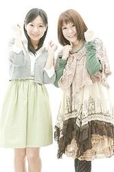 砂岡春奈ちゃん(左)と椎名友紀ちゃん。ふたりの馬ドルが牝馬クラシック第1弾、桜花賞を大予想!