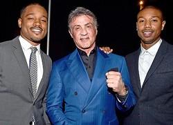 左からライアン・クーグラー監督、シルヴェスター・スタローン、マイケル・B・ジョーダン  - Alberto E. Rodriguez / Getty Images