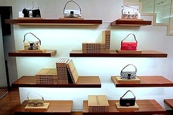 FENDI 表参道店でアイコンバッグ「バゲット」100点展示