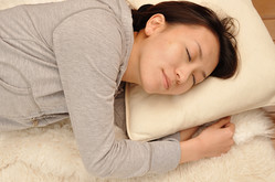 """""""上質な睡眠""""を妨げる、寝る前に絶対してはいけない9つのこと"""