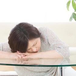 眠気が続いてチョコがやめられない……「冬季うつ病」の可能性アリ?