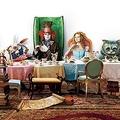 アリスはマッドハッターを救えるのか? - 映画『アリス・イン・ワンダーランド』より  - Walt Disney Pictures / Photofest / ゲッティ イメージズ