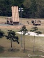 韓国南部の慶尚北道・星州のゴルフ場に配備された米国の最新鋭地上配備型迎撃システム「高高度防衛ミサイル(THAAD、サード)」の発射台。国防部は2日、THAADについて「初期運用能力を発揮できる状態」だと伝えた=2日、星州(聯合ニュース) (END)