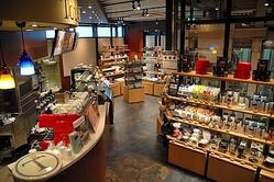 タリーズ×伊東屋、文房具併設カフェが京急横浜駅ホームにオープン