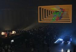 3Dのステージ演出などでパワーアップした「FREEDOMMUNE 2013」開催