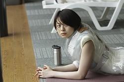 GMT47の徳島出身元気娘が「♪やっとさ〜」を封印!?今夏、人気急上昇が期待される若手女優・山下リオ/[c]2012「シャニダールの花」製作委員会