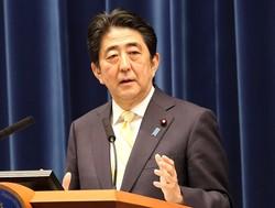 安倍首相は精力的にテレビ出演している(15年5月14日撮影)