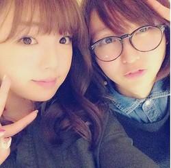 篠崎愛と吉木りさ。(画像は『instagram.com/risayoshiki0727』より)