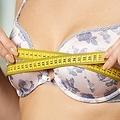 胸を小さく見せたい女性の本音「太って見える」「恥ずかしい」