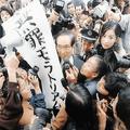 椎名林檎のアルバムジャケット 森友学園の報道写真とそっくりだと話題に