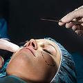 中国メディア・中国新聞網は10日、「整形大国」韓国の出入国管理所では整形手術後の顔が「整形前」と大きく異なることでトラブルが頻発、頭を抱える係員のために「整形証明書」を発行する病院もあると報じた。(イメージ写真提供:123RF)