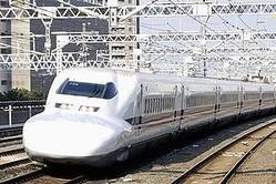 中国政府・外交部の華春瑩報道官は9日に定例記者会見で、インドがムンバイとアーメダバードを結ぶ営業距離505キロメートルの高速鉄道建設で、日本の新幹線方式を採用する方針を固めたことについて、「インドと中国は高速鉄道を含む鉄道のスピードアップで協力すると合意した」と述べた。(イメージ写真提供:123RF)