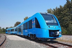 「排出されるのは水だけ」世界初、水素だけで走る電車がドイツでお披露目される