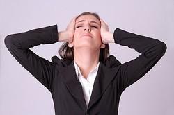 最高に面倒くさい! 女性が職場の先輩後輩の関係でストレスに感じること4選