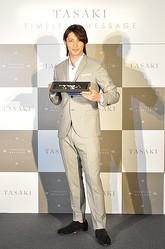 世界初TASAKIがダイヤモンドのオートクチュール 玉木宏の写真展も