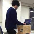 机の上に段ボール箱を置いて簡単に始められる