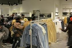 H&M×マルジェラ発売、国内5店舗で計1000人以上が列