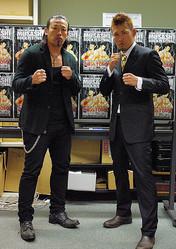 「史上最強の兄弟げんかを見せる」と意気込む武蔵(左)とTOMO