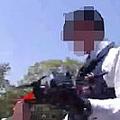 5月14日、国会議事堂近くでドローンを飛ばそうとする少年