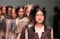 HIROKO KOSHINO、2012 春夏の最新コレクション