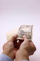男性に聞く!カップル同士でのお金の貸し借りはあり?なし?⇒なし76.1%「借金する女は無理」