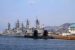 中国国営通信社・新華社は7日、日本では十数年にわたり「経済の没落」を嘆く声が続いているが、実際には日本は「世界でもトップクラスの強大な国」と強調する記事を掲載した。内容は主に経済関連だが、軍事面でも日本は「巨大エネルギー」を発揮できる国と論じた。(イメージ写真提供:(C)ziggymars/123RF.COM。海自上自衛隊呉基地)