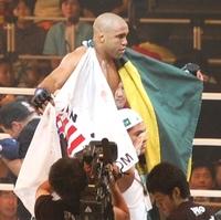 昨年に続き、圧倒的な強さでHERO'S 2007 ミドル級世界王者決定トーナメントを制したJ.Z.カルバン!