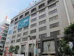 最大級ユニクロが「新宿三越アルコット」跡地に出店 ビックカメラと同居