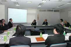 4日、東京都港区のインターネット協会で開かれた第一回ホットラインセンター設立準備会の様子。(撮影:東雲吾衣)