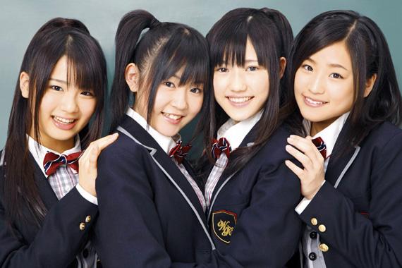 左より平嶋夏海(16)、多田愛佳(14)、渡辺麻友(15)、仲川遥香(17)
