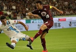神戸の渡邉が今季12得点目。ショートカウンターから鋭い左足のシュートを突き刺した。写真:佐藤明(サッカーダイジェスト写真部)