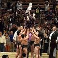 行司を出世力士たちが胴上げ 中継では見られない大相撲の儀式