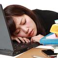 睡眠不足がもたらすデメリット セロトニンが減少しイライラや不安の症状