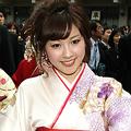 早稲田大学の卒業式でなんとかキャッチすることができた三上真奈アナ。探し方の秘訣は「人混みの中から、目を引く美人を見つけること。みんな女子アナになるくらいだから、ほかとはちょっとオーラが違うんです」(カメラマン)