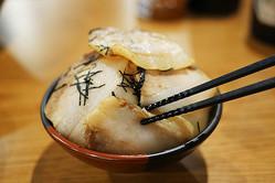 【激レア】ラーメン屋『一蘭』浅草店で食べる「釜だれとんこつ焼き豚皿」が激ウマ