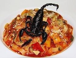 東京都・錦糸町に、サソリを丸々1匹食べられるパスタが登場 -昆虫食第2弾