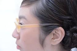 人間の肌に馴染む「肌色メガネ」 JINS×藤原大に資生堂が協力