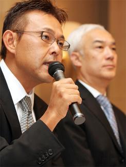 10日、都内でMBOを発表し、再建策について語るレックスの西山社長(撮影:吉川忠行)