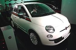 フィアットがGUCCIの限定車「500 by Gucci」を発売