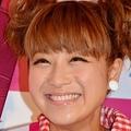 笑顔もキュートな鈴木奈々