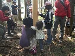 森を蘇らそう(2010年4月、富士宮市粟倉で)