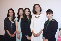 大ヒット御礼舞台あいさつが行われ(左から)大九明子監督、白羽ゆり、足立梨花、安蘭けい、桃瀬美咲が登壇した