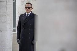 ボンドの過去が「スペクター」とつながる? 謎が深まる特報がついに公開!  - SPECTRE (C) 2015 Metro-Goldwyn-Mayer Studios Inc., Danjaq, LLC and Columbia Pictures Industries, Inc. All rights reserved