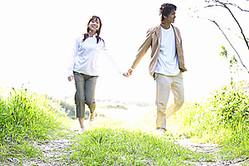 学生時代の恋愛は結婚につながりやすい? 恋人がいる学生の7割以上は「このまま結婚したい」