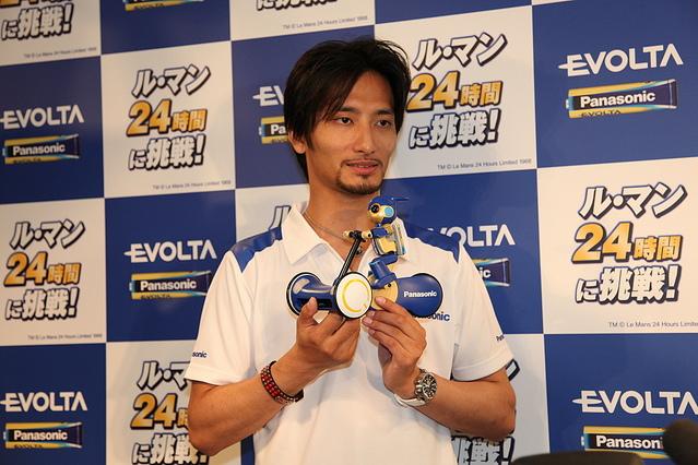ロボットエボルタと高橋智隆氏